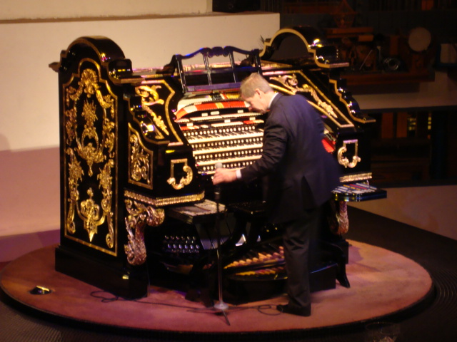 Organ Stop Pizza | Home of the Mighty Wurlitzer